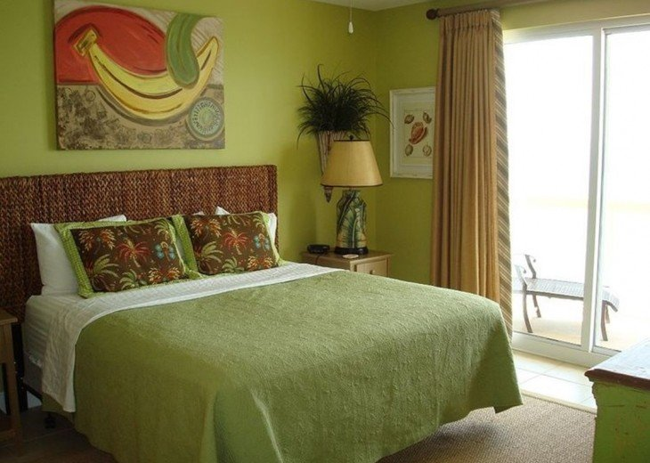 Large master bedroom with king bed, walk-in closet, en suite bath & gulf views