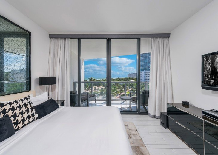 W Hotel Stunning 1 + Den Private Residence - 514 #3