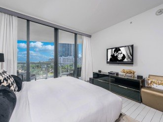 W Hotel Stunning 1 + Den Private Residence - 514 #1