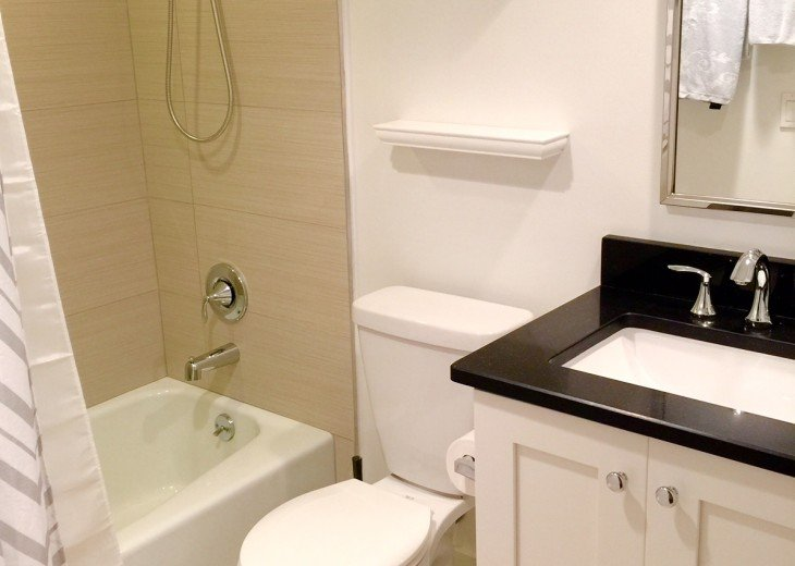 Guestbath with shower tub
