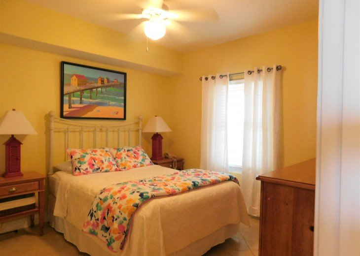 Restful 2nd bedroom with queen bed & private access to the 2nd bathroom