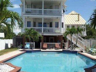 Backhouse/balconies/pool