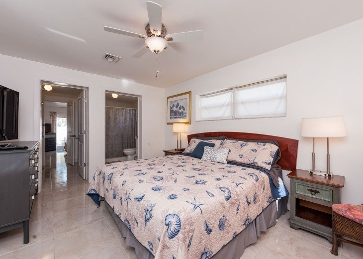 Licensed Vacation Rental with private pool 1 mile from the beach #20