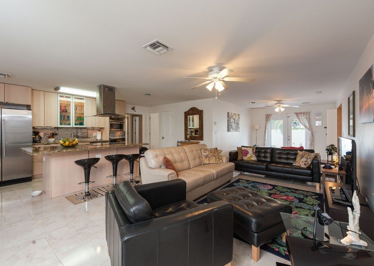 Licensed Vacation Rental with private pool 1 mile from the beach #11