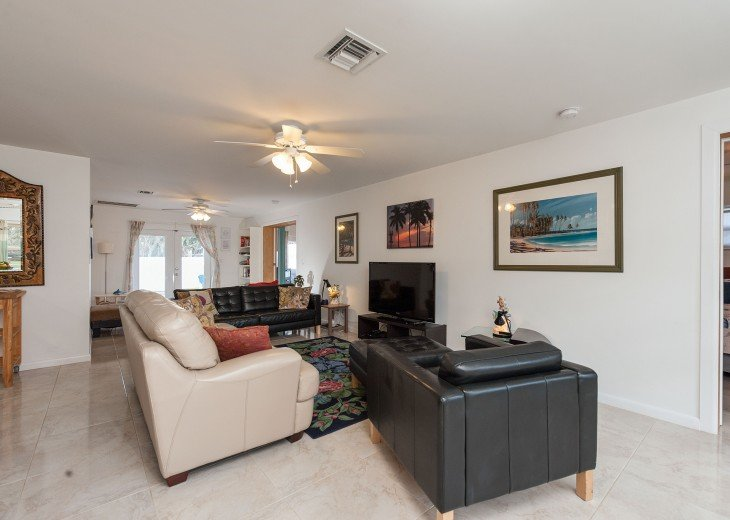Licensed Vacation Rental with private pool 1 mile from the beach #10