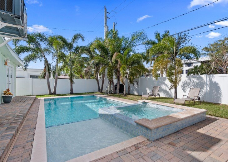 Licensed Vacation Rental with private pool 1 mile from the beach #7