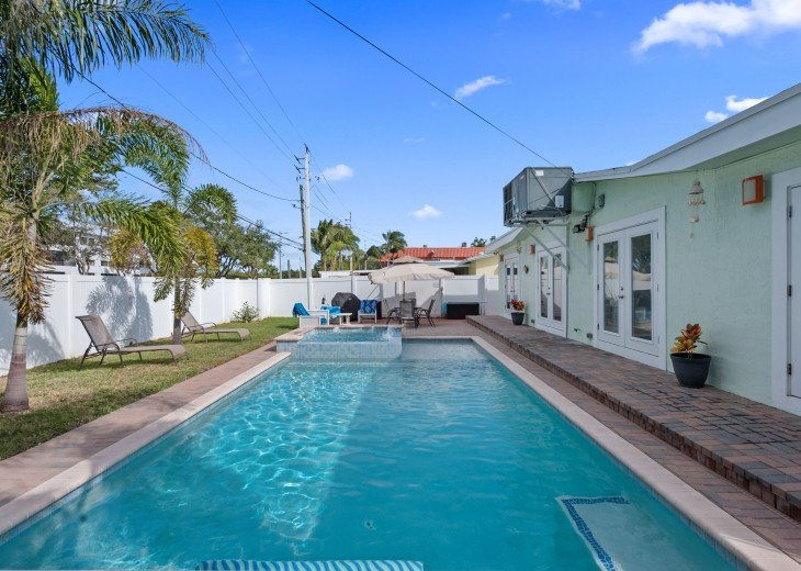 Licensed Vacation Rental with private pool 1 mile from the beach #6