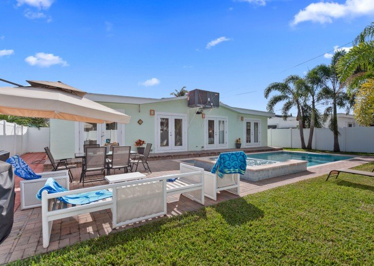 Licensed Vacation Rental with private pool 1 mile from the beach #8
