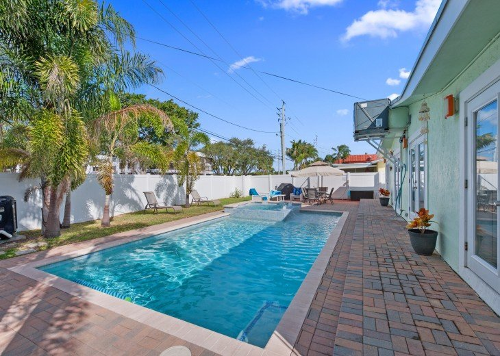 Licensed Vacation Rental with private pool 1 mile from the beach #5