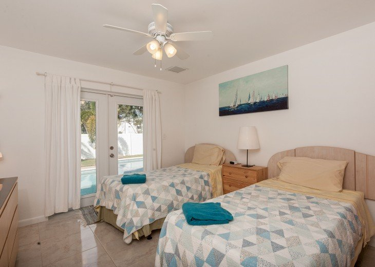 Licensed Vacation Rental with private pool 1 mile from the beach #24