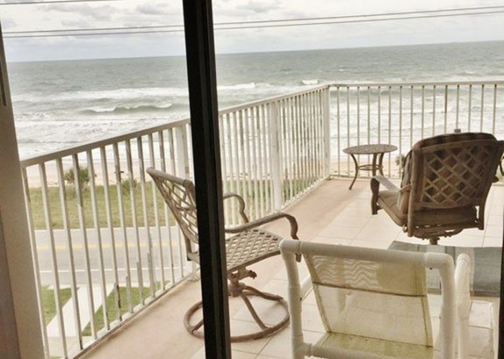 Like New! Large Ormond Beach 4th Floor Corner Oceanfront 2/2 Condo Sleeps 6 #28