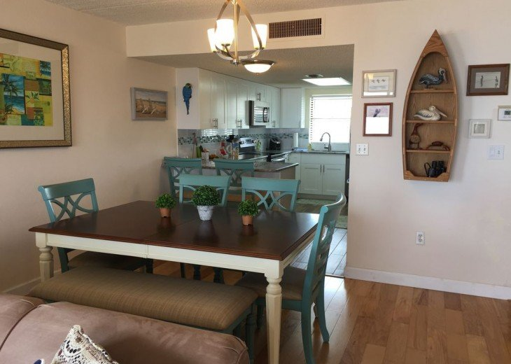 Like New! Large Ormond Beach 4th Floor Corner Oceanfront 2/2 Condo Sleeps 6 #15