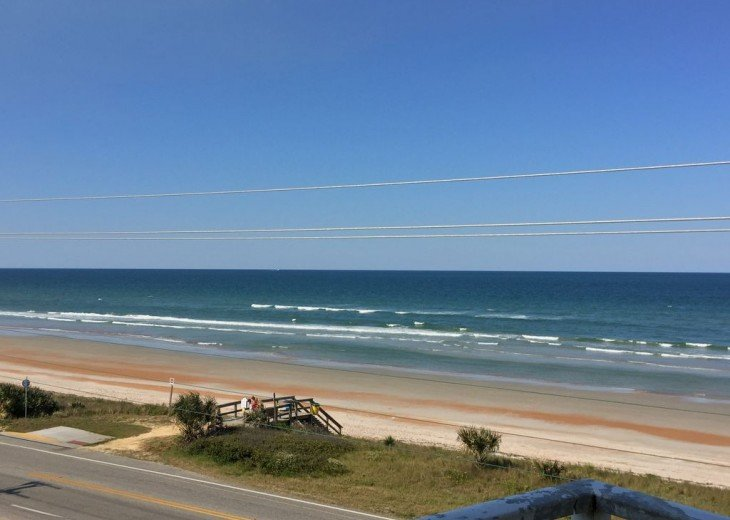 Like New! Large Ormond Beach 4th Floor Corner Oceanfront 2/2 Condo Sleeps 6 #42