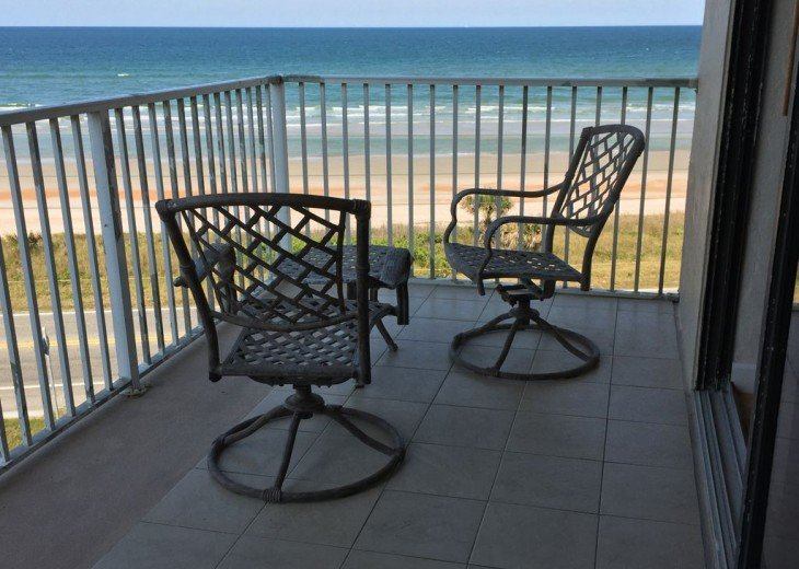 Like New! Large Ormond Beach 4th Floor Corner Oceanfront 2/2 Condo Sleeps 6 #8