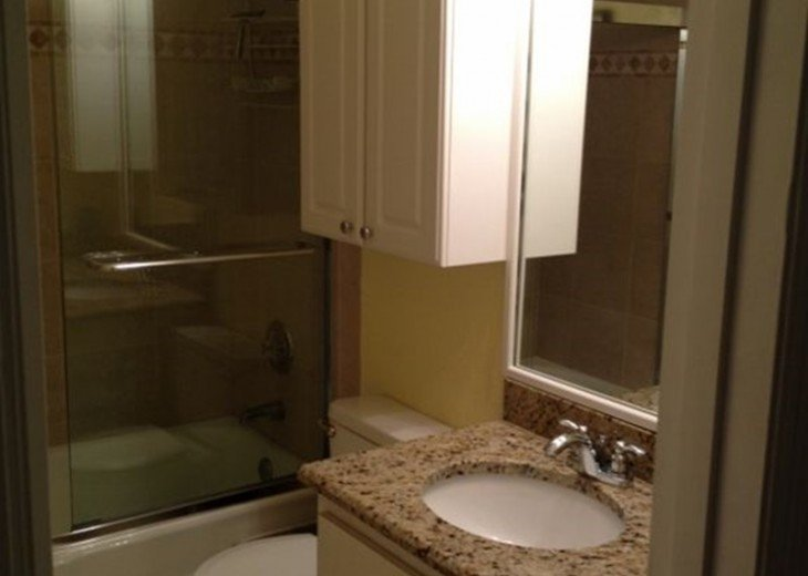 Beautiful Direct Lakefront Town home In N. Orlando with WiFi #10