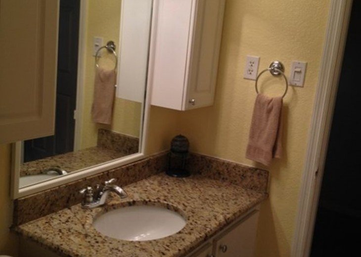 Beautiful Direct Lakefront Town home In N. Orlando with WiFi #12
