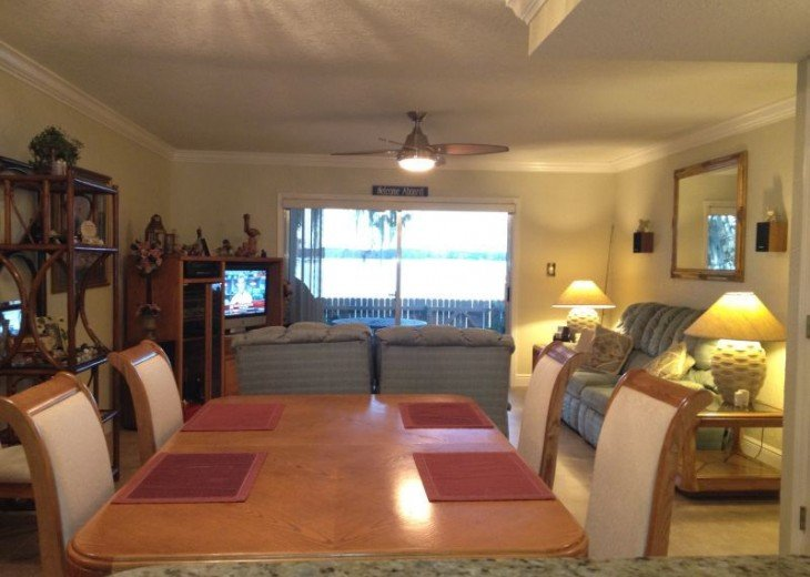Beautiful Direct Lakefront Town home In N. Orlando with WiFi #4