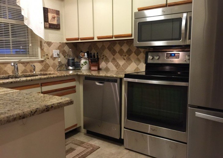Beautiful Direct Lakefront Town home In N. Orlando with WiFi #2