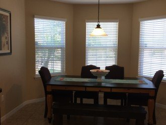 Large Eat In Kitchen Table Area