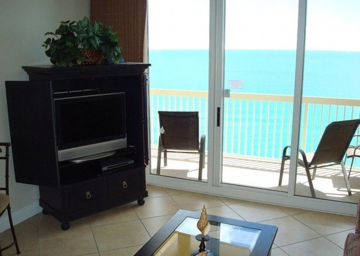 Main living area is spacious w/view of the Gulf, flat screen TV, Cable/WIFI