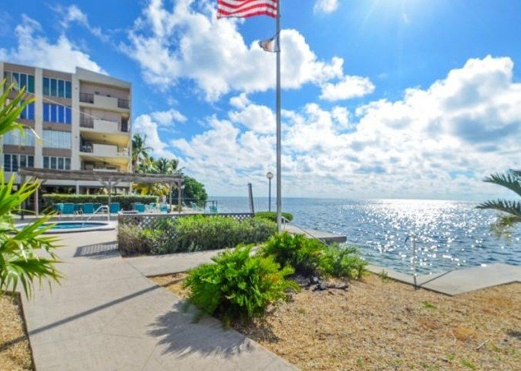 Palms #417 - Elegant 1 bedroom unit with Florida Bay Views from Balcony #17