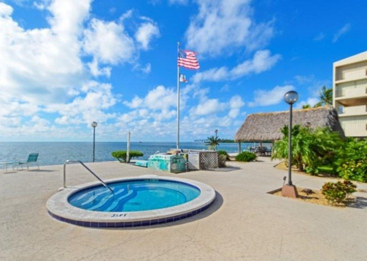 Palms #417 - Elegant 1 bedroom unit with Florida Bay Views from Balcony #15