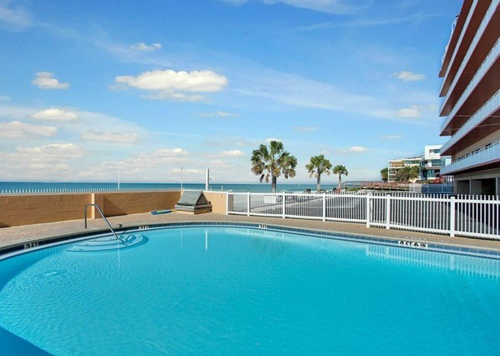 Beachfront Condo with Gulf View and Heated Pool #8