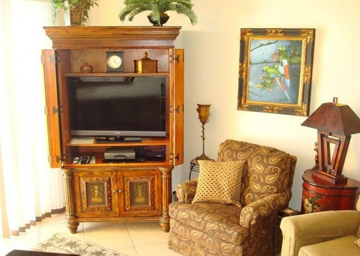 Main living area is spacious w/tropical decor, flat screen TV, Cable & Free WIFI