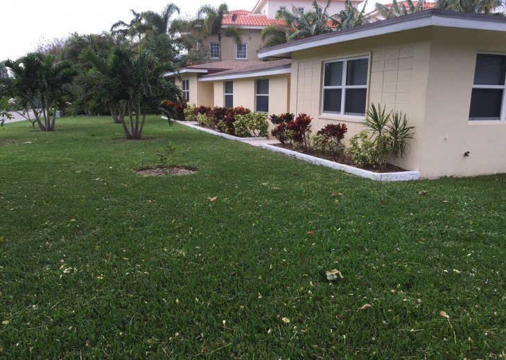 TWO BEDROOM TWO BATH SUITE WITH HEATED POOL-CLOSE TO BEACH AND RESTAURANTS #18