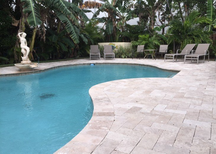 TWO BEDROOM TWO BATH SUITE WITH HEATED POOL-CLOSE TO BEACH AND RESTAURANTS #3