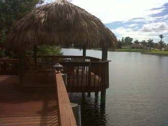 tiki-hut on large canal, relax and enjoy the sunsets