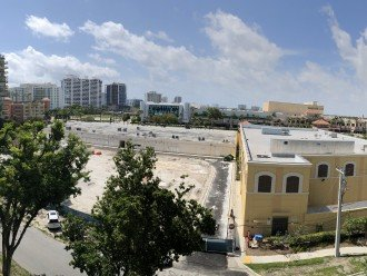 Fully Renovated 1/1 at Sunrise Beach and Galleria Mall #1