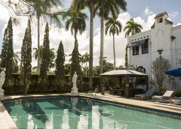 Breath Taking Historic Beach Estate The Young Mansion- Best for Large Groups #71