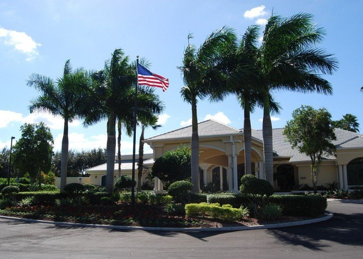 Georgeous 2 bedroom & 2 full bathroom condominium on 17th hole of golf course #1