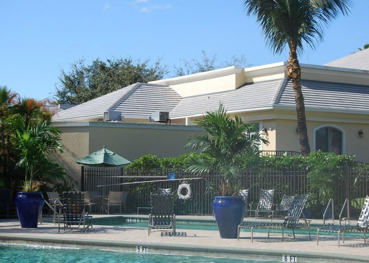 Georgeous 2 bedroom & 2 full bathroom condominium on 17th hole of golf course #2