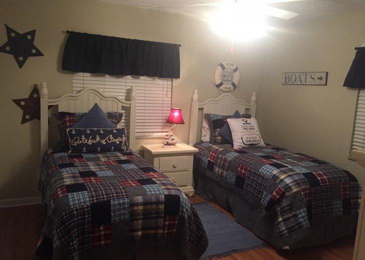 Twin bedroom with Ralph Lauren linen boat theme