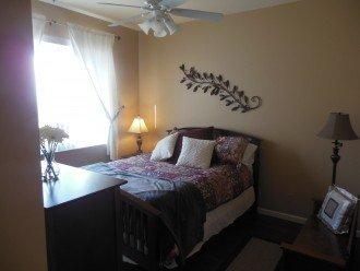 Guest Bedroom w/Queen Size Bed