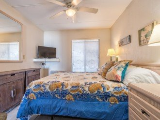 Queen Bedroom_229