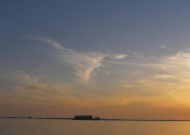 Relax updated condo on the causeway to Honeymoon Island #31