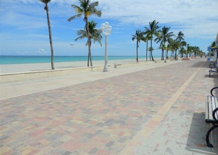Windwood Beachside 101 on Hollywood Beach 1/1 for 4 Pool #19