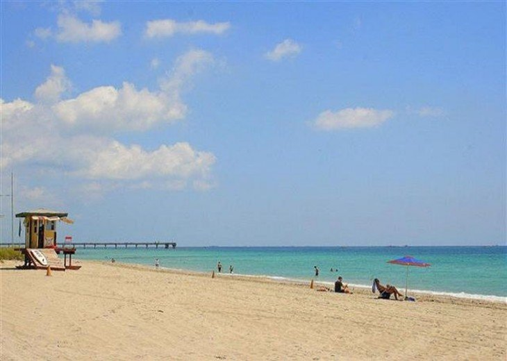 Windwood Beachside 101 on Hollywood Beach 1/1 for 4 Pool #16