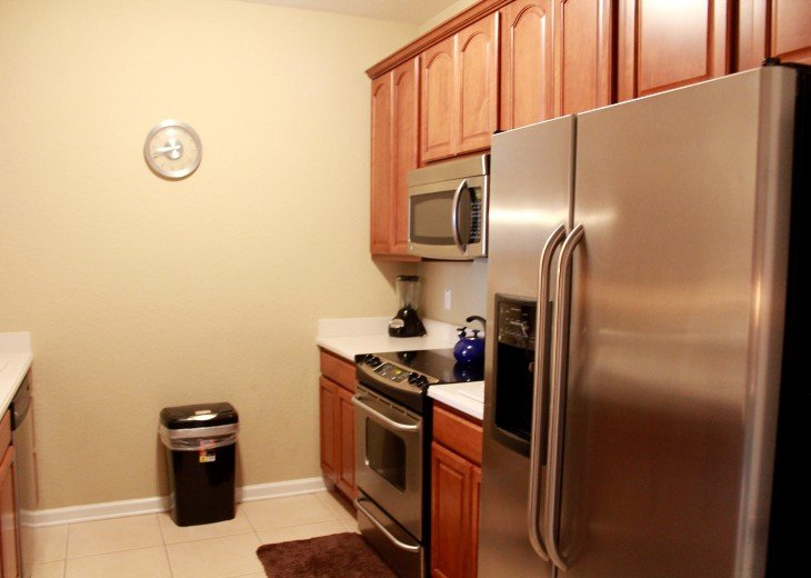 Full size, stainless steel appliances