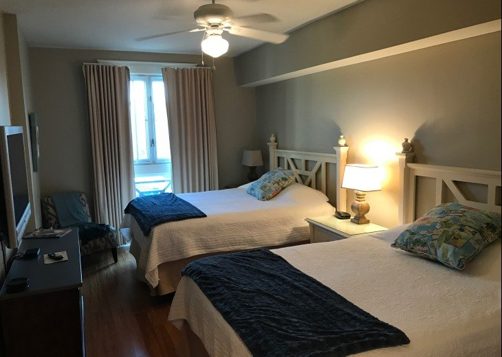 Second bedroom with Queen beds