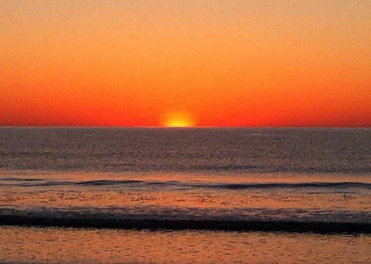 Romantic, Beachfront Surf & Racquet + Wi-Fi Close to pool #17