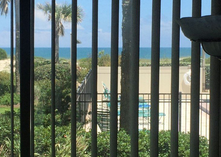 Romantic, Beachfront Surf & Racquet + Wi-Fi Close to pool #26