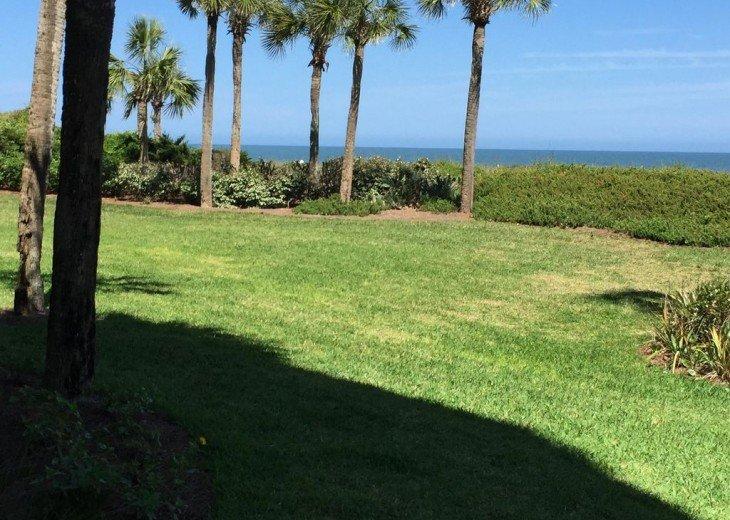 Romantic, Beachfront Surf & Racquet + Wi-Fi Close to pool #2