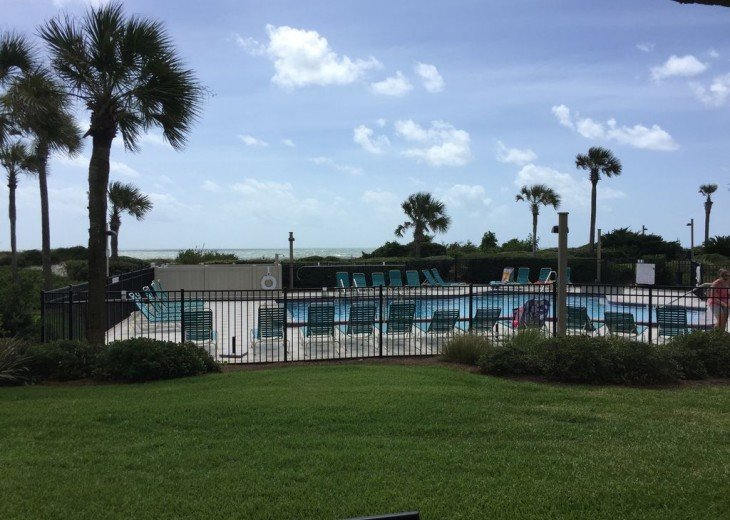 Romantic, Beachfront Surf & Racquet + Wi-Fi Close to pool #5