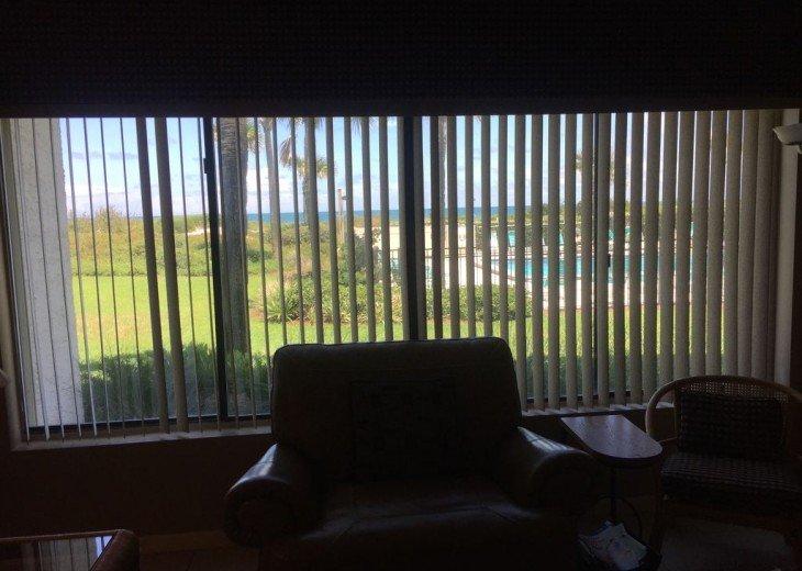 Romantic, Beachfront Surf & Racquet + Wi-Fi Close to pool #32