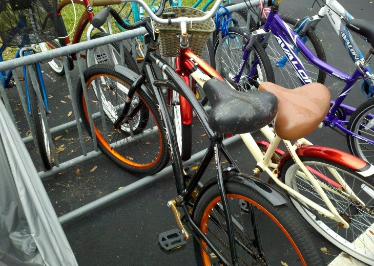 Men's and Ladies bicycles available to use