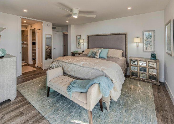 Master Bedroom with en Suite Master Bath and Walk-in Closet
